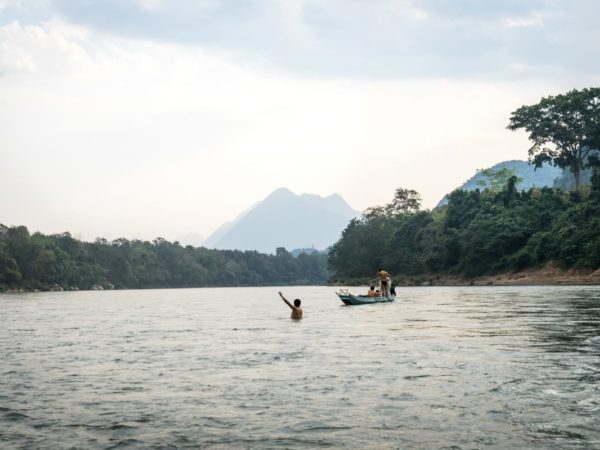 Laos: Perangua travelers don't disconnect but connect